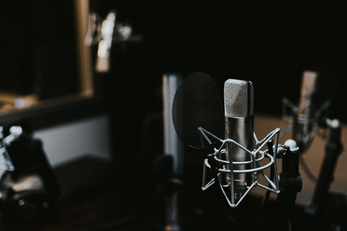 microphone studio mic broadcast podcast 89799